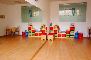 Sala infantil con materiales en EmME Fisioterapia